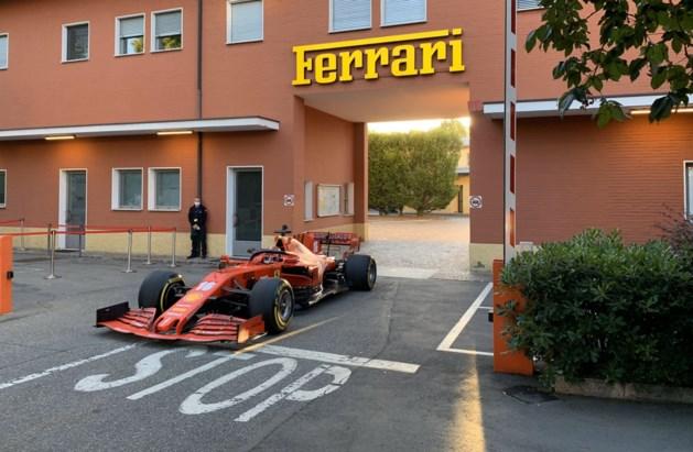 Opvallend: Ferrari-piloot Charles Leclerc racet in de vroege ochtend met zijn F1-bolide van fabriek naar circuit