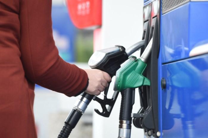 Benzine tanken vrijdag duurder