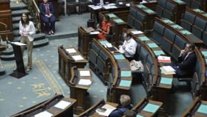 Kamer keurt reeks coronamaatregelen goed: 400 miljoen extra vrij voor zorgsector