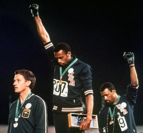 """Meer dan 50 jaar na zijn statement op de Olympische Spelen heeft Tommie Smith lof voor protesterende sporters: """"Nooit te laat"""""""