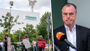 Wie is Clemens Tönnies, de steenrijke eigenaar van coronafabriek Tönnies Fleisch?