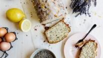 Sjiek zomerrecept: citroen- en maanzaadcake met lavendel-icing