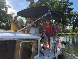 Zevendejaarsleerlingen Hotelschool Hasselt sluiten schooljaar in stijl af op boot