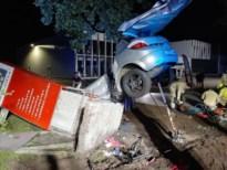 Bestuurder (39) uit Pelt verongelukt tegen betonnen sokkel van Legerstock Luyckx in Lommel