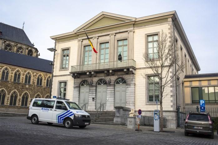 Exhibitionist uit Maasmechelen riskeert 11 maanden voor masturberen bij jeugdhuis