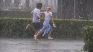 Fel onweer, windstoten en hagel op komst