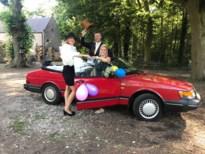 Leerkrachten basisonderwijs Sint-Michiel trotseren hitte om diploma te overhandigen