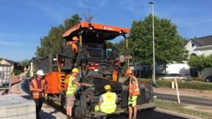 Nieuwe asfaltering zorgt voor grote verkeershinder Rijnlaan Lummen