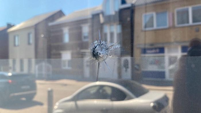 Vrouw uit Lanaken opgeschrikt door kogelinslag in raam