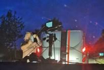 Man rijdt filmploeg klem die avondopnames maakt