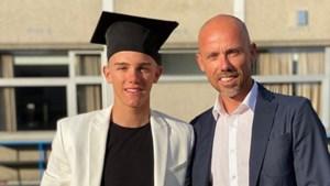 """Vanaf nu álles op de cross: """"trotse papa"""" Sven Nys poseert naast afgestudeerde Thibau"""