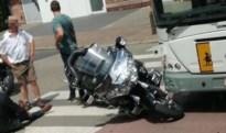 Motorrijder lichtgewond na botsing met lijnbus