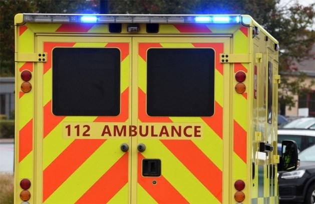 Bromfietser (46) belandt in gracht en raakt gewond