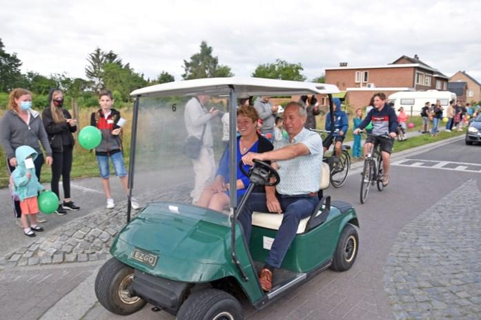 Directrice van Lommelse basisschool 't Stekske gaat met pensioen: indrukwekkende erehaag van leerkrachten en leerlingen
