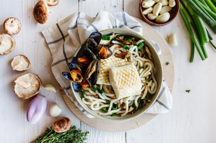 Sjiek zomerrecept: udon noedels met griet en mosselen