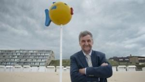 'Mama ligt bij de banaan': iconische verdwaalpalen maken comeback aan kust