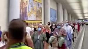 Enorme wachtrijen op luchthaven van Mallorca en maar twee ambtenaren om ze te controleren