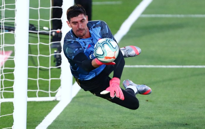 Onklopbare Courtois kan titel al ruiken: leider Real Madrid loopt vier punten uit op Barcelona