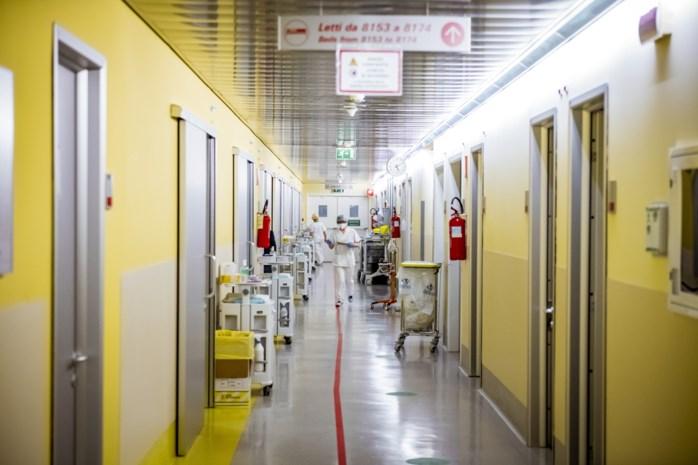 Het ziekenhuis van Bergamo, waar de gangen met patiënten bezaaid lagen