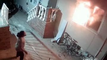 Man steekt illegaal vuurwerk af… en zet zo per ongeluk zijn eigen woning in brand