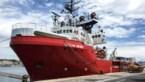 Reddingsschip voor bootvluchtelingen roept noodtoestand af aan boord