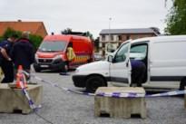 Onbekenden proberen bestelwagen in brand te steken op parking in Beringen centrum