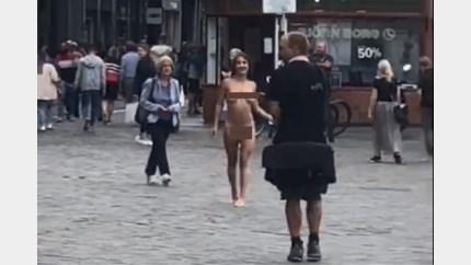 Boete en veel bekijks voor naaktloopster in hartje Maastricht