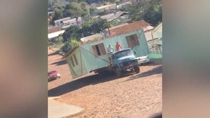 Je huis vervoeren op een gammele truck? In Brazilië bewijzen ze dat het kan