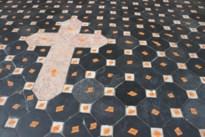 Kerk van Leut wil vloerverwarming dus wordt vloer één grote puzzel