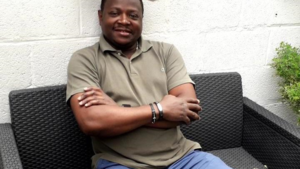 """Ex-STVV'er Désiré Mbonabucya: """"Ik verkoop nu kippenvlees in Afrika"""""""