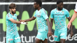 Charleroi klopt na Anderlecht nu ook Zulte Waregem in oefenduel, blij weerzien tussen Deschacht en Gillet