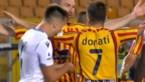 Gefrustreerde ploegmaat van Jordan Lukaku zorgt voor ophef door in arm van tegenstander te bijten
