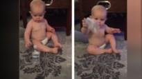 Baby landt perfecte dubbele Bottle Flip