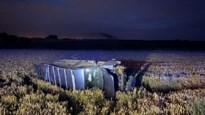 Auto belandt in veld aan Romeinse Kassei