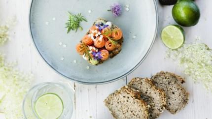 Sjiek zomerrecept: gemarineerde zalm met avocado en limoen