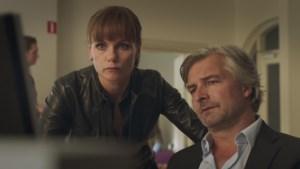 """Angela Schijf (40) is al vijftien seizoenen Eva van Dongen in 'Flikken Maastricht: """"Voor je het weet, zit je met een rollator achter de boeven aan"""""""