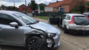 Bestuurder gewond nadat hij inrijdt op andere automobiliste