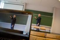 PXL geeft lessen in de klas en in de huiskamer: