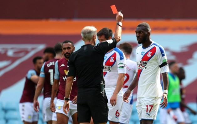 """Domme rode kaart levert Christian Benteke een fikse uitbrander van zijn trainer op: """"Er zijn geen excuses, daar komt het op neer"""""""
