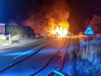 Brandweer Bree urenlang bezig met blussen van hooiwagen