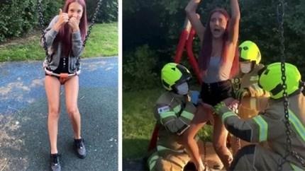 Tiener komt vast te zitten in babyschommel en moet worden bevrijd door de brandweer