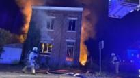 Uitslaande brand vernielt leegstaand huis in Veldwezelt
