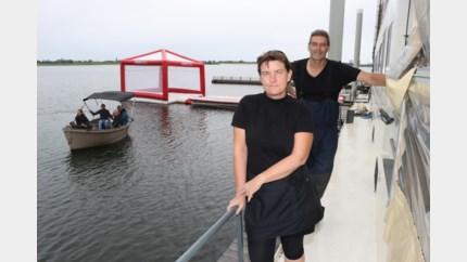 Eten afhalen met de boot op de Maas