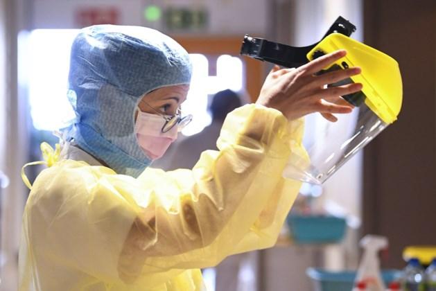"""Gemiddelde aantal besmettingen stijgt opnieuw fors, experts bezorgd: """"Dit is zeer zorgwekkend"""""""