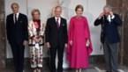 Prins Laurent klungelt met mondmasker wanneer hij wil poseren voor familiefoto