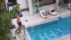 Beelden aan zwembad bewijzen: Thibaut Courtois kan echt alles met een bal