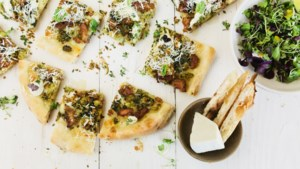 Sjiek zomerrecept: pizza bianca met salsiccia