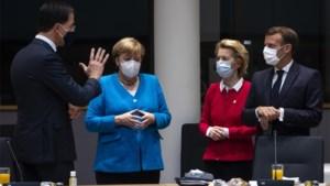 """Macron en Merkel """"kribbig weggelopen"""" uit overleg met Rutte tijdens EU-top"""