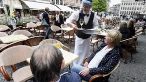Vanochtend topoverleg extra maatregelen: strengere regels voor cafés en restaurants op tafel