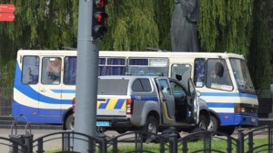 Ordetroepen bestormen bus met gijzelaars in Oekraïne, iedereen bevrijd